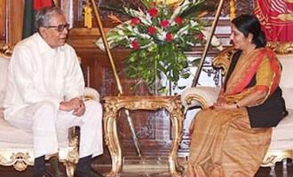 External Affairs Minister Smt. Sushma Swaraj meets President Md. Abdul Hamid of Bangladesh in Dhaka