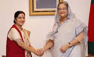 External Affairs Minister Smt. Sushma Swaraj meets Prime Minister Sheikh Hasina of Bangladesh in Dhaka