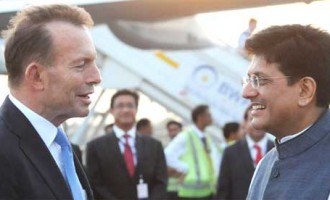 The Prime Minister of Australia, Tony Abbott being received by the MoS (IC) for Power, Coal and New and Renewable Energy, Piyush Goyal