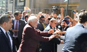 Prime Minister Narendra Modi being greeted by the people in New York