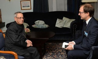 Indian President Pranab Mukherjee interviewing by Stian Eisentrager, Norwegian Journalist i VGs Utenriksgrouppe at Norway