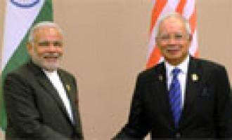 Prime Minister Narendra Modi meeting the Prime Minister of Malaysia, Najib Razak, at Nay Pyi Taw, Myanmar
