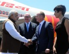 Prime Minister Narendra Modi being received on arrival by the Premier of Queensland, Campbell Newman