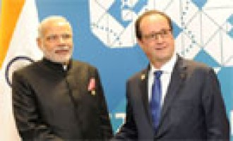 Need common strategy against global terror: Modi to Hollande