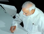 Prime Minister Narendra Modi writing on the Agro Robot, at Queensland University of Technology, in Brisbane