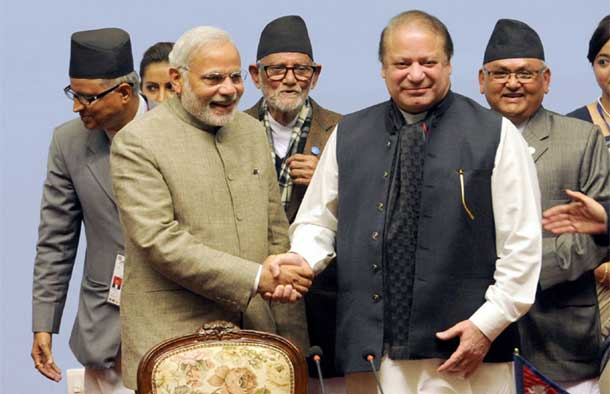Prime Minister Narendra Modi with the Prime Minister of Pakistan, Mr. Nawaz Sharif at the 18th SAARC Summit