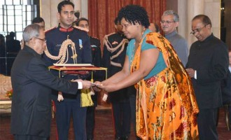 The Ambassador-designate of Burundi, Regine Katabarumwe presenting his credential to the President, Pranab Mukherjee
