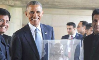 US President Barack Obama being presented a bust of Mahatma Gandhi by Power Minister Piyush Goyal at Rajghat