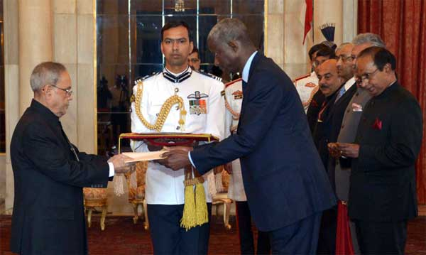 The Ambassador-designate of the Republic of Senegal, El Hadji lbou Boye presenting his credential to the President, Pranab Mukherjee, at Rashtrapati Bhavan, in New Delhi.