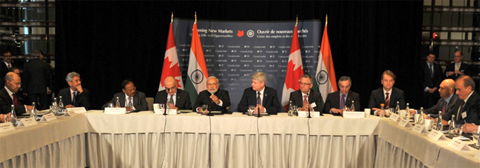 Prime Ministeri Narendra Modi meeting with the members of business community, in Canada