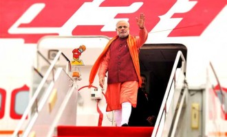 Modi arrives in Paris