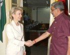 The Union Minister for Defence, Manohar Parrikar welcoming the German Defence Minister, Dr. Ursula von der Leyen