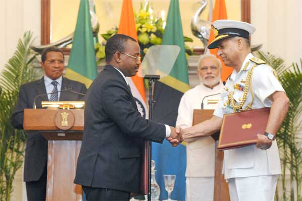 The Prime Minister, Narendra Modi and the President of the United Republic of Tanzania, Jakaya Kikwete at the Signing Ceremony of the Agreements, in New Delhi on June 19, 2015.