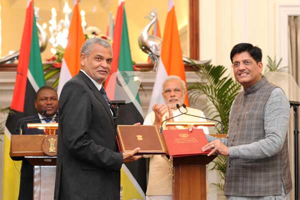 The Prime Minister, Narendra Modi and the President of the Republic of Mozambique, Filipe Jacinto Nyus, at the signing of agreement, in New Delhi on August 05, 2015.