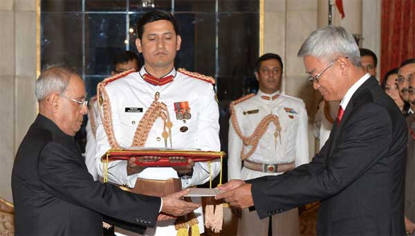 The Ambassador-designate of Mongolia, Gonchig Ganbold presenting his Credentials to the President, Pranab Mukherjee, at Rashtrapati Bhavan, in New Delhi.