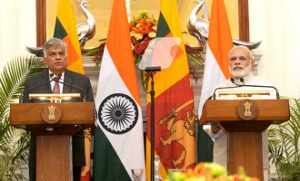 Prime Minister, Narendra Modi with the Prime Minister of the Democratic Socialist Republic of Sri Lanka, Ranil Wickremesinghe