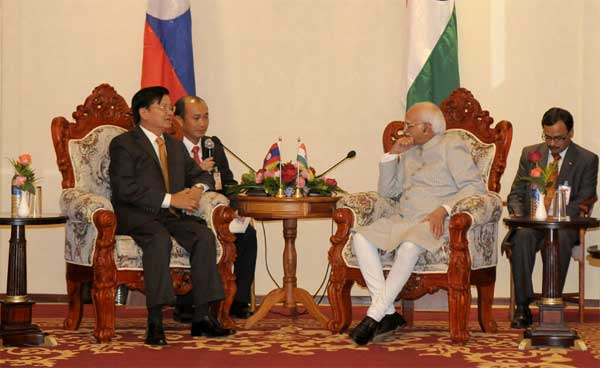 The Vice President, Mohd. Hamid Ansari meeting the Deputy Prime Minister and Minister of Foreign Minister of Lao PDR, Thongloun Sisoulith, in Vientiane.