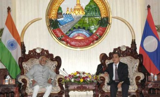 Vice President, Mohd. Hamid Ansari meeting the Prime Minister of Lao PDR, Thongsing Thammavong