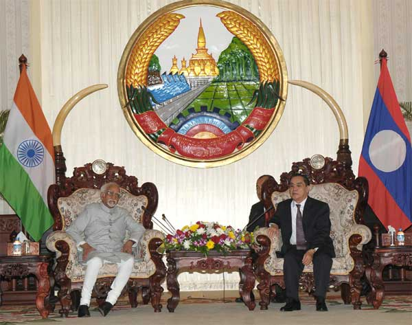 The Vice President, Mohd. Hamid Ansari meeting the Prime Minister of Lao PDR, Thongsing Thammavong, in Vientiane.