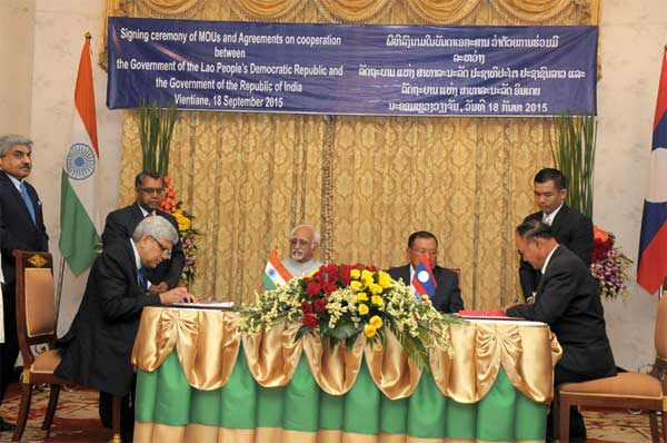 The Vice President, Mohd. Hamid Ansari and the Vice President of Lao PDR, Bounnhang Vorachith witnessing the signing of an agreement, at Presidential Palace, in Vientiane.