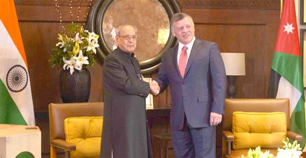 The President, Pranab Mukherjee with the HM King Abdullah of Jordan at the restricted meeting, at Al Husseinieh Palace, in Amman, Jordan.