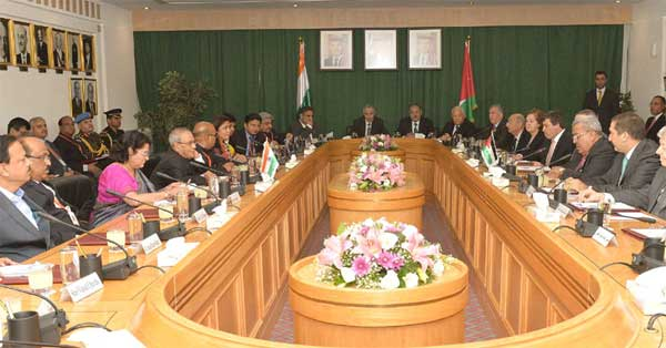 The President, Pranab Mukherjee meeting with the President of Senate, Dr. Abdur-Raúf Rawabdeh and Members of the Foreign Relations Committee at Parliament Building, in Amman, Jordan.