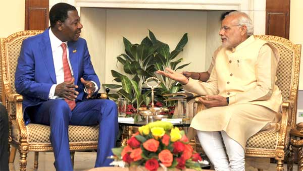 The Prime Minister, Narendra Modi meeting the President of the Republic of Benin, Dr. Boni Yayi, during the 3rd India Africa Forum Summit, in New Delhi.