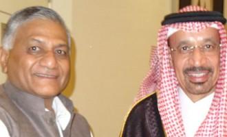 Minister of State for External Affairs Gen. (Retd.) Shri V K Singh meeting Health Minister Khalid bin Abdulaziz Al-Falih of Saudi Arabia in Jeddah