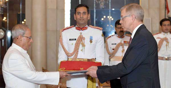 The Ambassador-designate of the Delegation of European Union, Tomasz Kozlowski presenting his credential to the President, Pranab Mukherjee, at Rashtrapati Bhavan.