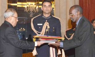 Ambassador-designate of the Burkina Faso, Amadou Traore presenting his credential to the President, Pranab Mukherjee