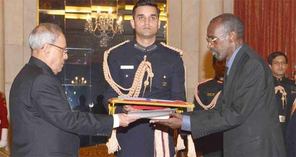 The Ambassador-designate of the Burkina Faso, Amadou Traore presenting his credential to the President, Pranab Mukherjee, at Rashtrapati Bhavan, in New Delhi.