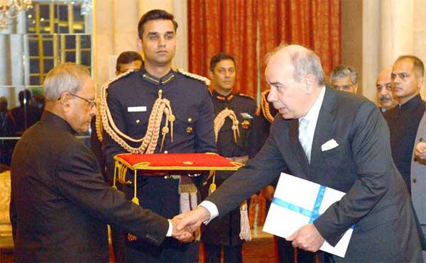 The Ambassador-designate of Greece, Pano Kalogeropoulos presenting his credential to the President, Pranab Mukherjee, at Rashtrapati Bhavan, in New Delhi.
