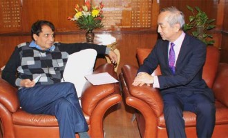 Ambassador of Japan to India, Kenji Hiramatsu meeting the Union Minister for Railways, Suresh Prabhakar Prabhu, in New Delhi