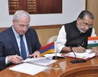 Union Minister for Agriculture and Farmers Welfare, Radha Mohan Singh and the Armenian Agriculture Minister, Sergo Karapetyan signing an agreement