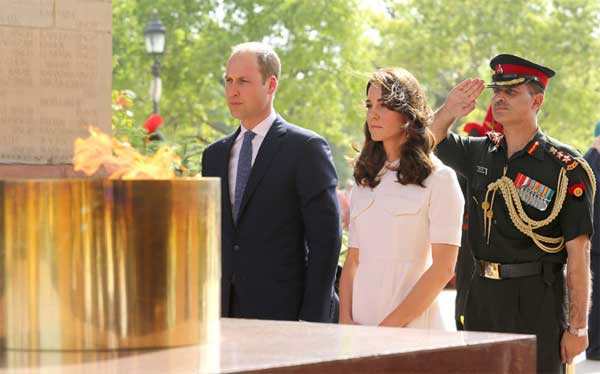Duke and Duchess of Cambridge Prince William and Kate Middleton paying homage to the martyrs, at Amar Jawan Jyoti, India Gate, in New Delhi.