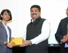 Minister of State for Petroleum and Natural Gas (Independent Charge), Dharmendra Pradhan presenting the award to a winner of speech contest