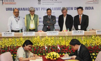 Adviser (Urbanization), NITI Aayog, Sunita Sanghi and the CEO of Singapore Cooperation Enterprise, Kong Wy Mun signing MoU