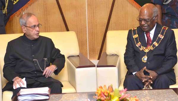 The President, Pranab Mukherjee meeting the Governor General of Papua New Guinea, Sir Michael Ogio, at Government House, Port Moresby, in Papua New Guinea on April 28, 2016.