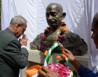 President of India, Pranab Mukherjee, paying floral tributes on the statue of Mahatma Gandhi