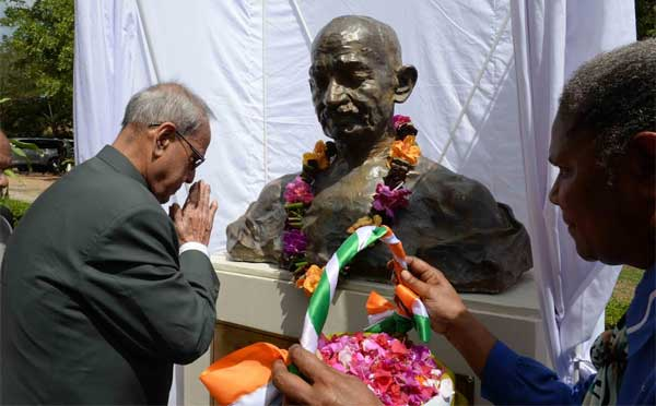 The President of India, Pranab Mukherjee, paying floral tributes on the statue of Mahatma Gandhi during his visit to University of Papa New Guinea (UPNG) at Port Moresby in Papua New Guinea on April 29, 2016.