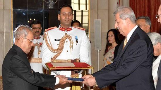 H.E. Mr. Fakhri Hassan Mahdi Al-Issa, Ambassador-designate of Iraq presenting credentials to President of India, Shri Pranab Mukherjee