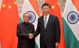 President, Pranab Mukherjee meeting the President of the People's Republic of China, Xi Jinping
