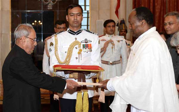 The Ambassador-Designate of the Federal Democratic Republic of Ethiopia, Asfaw Dingamo Kame presenting his credentials to the President, Pranab Mukherjee, at Rashtrapati Bhavan, in New Delhi.