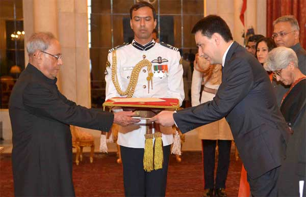 The Ambassador-Designate of France, Alexandre Ziegler presenting his credentials to the President, Pranab Mukherjee, at Rashtrapati Bhavan, in New Delhi.
