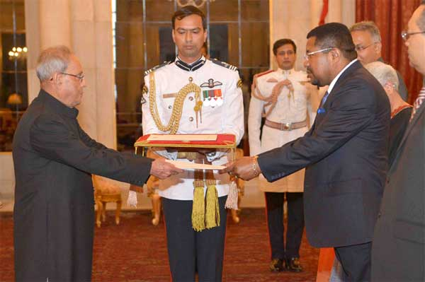 The High Commissioner-Designate of Republic of Mozambique, Ermindo Augusto Ferreira presenting his credentials to the President, Pranab Mukherjee, at Rashtrapati Bhavan, in New Delhi.