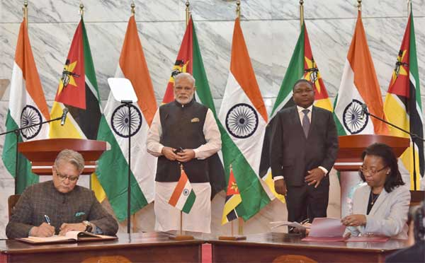 The Prime Minister, Narendra Modi and the President of Mozambique, Filipe Nyusi witnessing the signing of agreements, at Maputo, Mozambique.