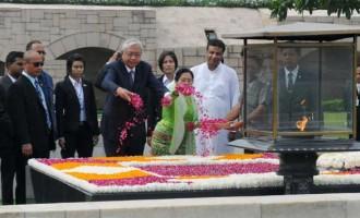 President of Myanmar, Htin Kyaw paying floral tributes at the Samadhi of Mahatma Gandhi, at Rajghat, in Delhi.