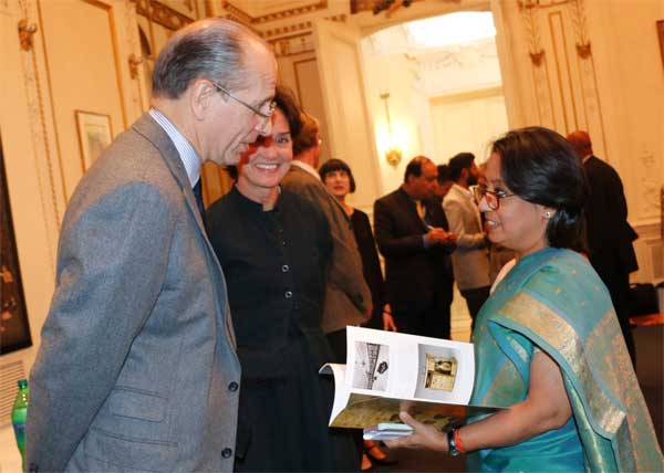 India\'s Consul General in New York, Riva Ganguly Das, right, at a reception to mark the signing of an agreement between the Indian government and New York\'s Metropolitan Museum of Art extending the Indian Conservation Fellowship Programme.