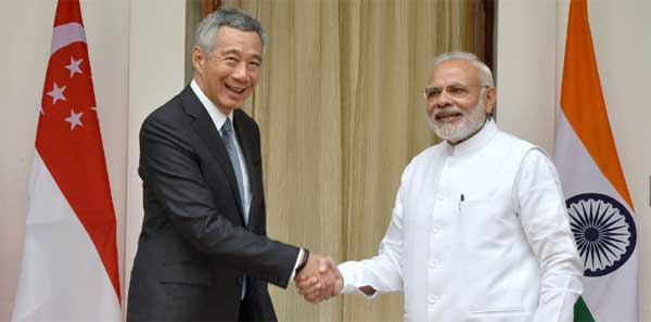 The Prime Minister, Narendra Modi with the Prime Minister of Singapore, Lee Hsien Loong, at Hyderabad House, in New Delhi.
