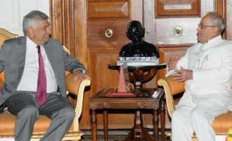 Prime Minister of the Democratic Socialist Republic of Sri Lanka, Ranil Wickremesinghe calling on the President, Pranab Mukherjee